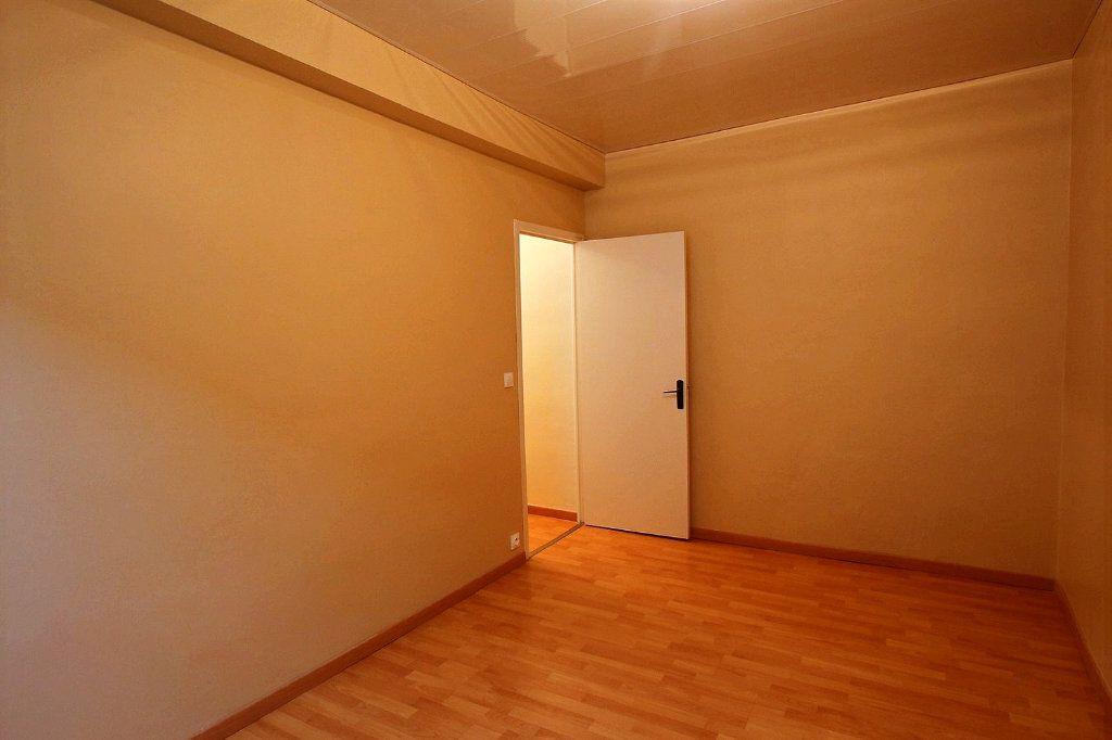Appartement à louer 3 63.2m2 à Castres vignette-10