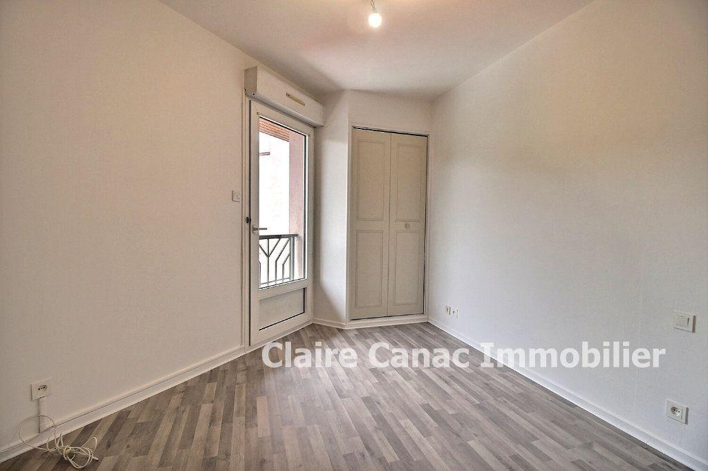 Appartement à louer 2 35m2 à Lavaur vignette-3