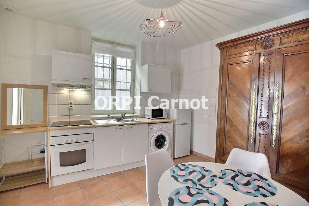 Appartement à louer 3 63.18m2 à Castres vignette-1