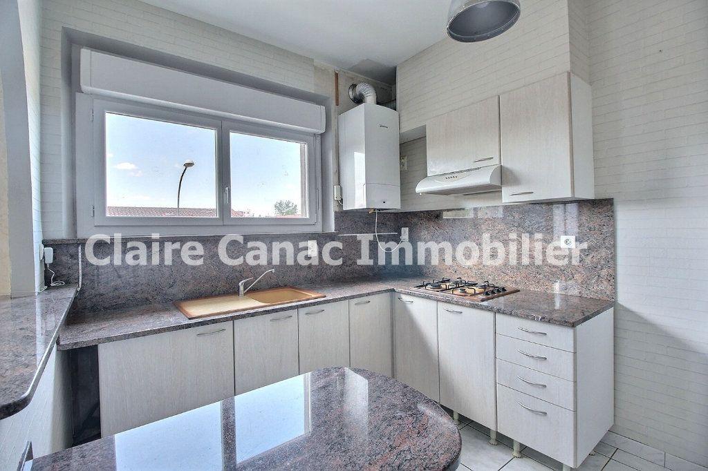 Appartement à louer 3 53.42m2 à Castres vignette-1