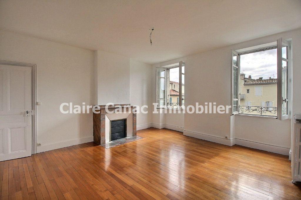 Appartement à louer 4 132.21m2 à Castres vignette-1