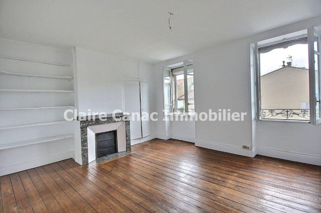 Appartement à louer 4 132.21m2 à Castres vignette-2
