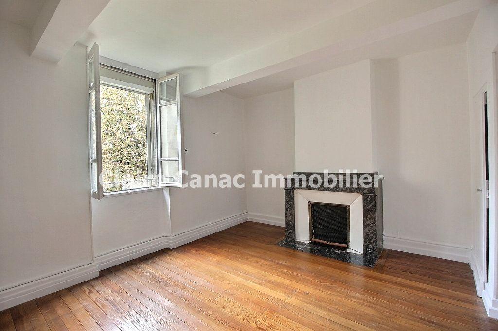 Appartement à louer 4 132.21m2 à Castres vignette-4