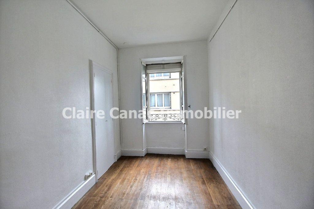 Appartement à louer 4 132.21m2 à Castres vignette-5
