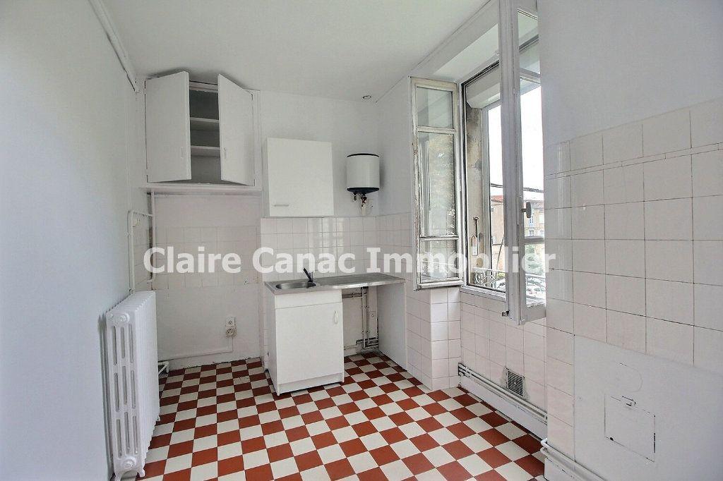 Appartement à louer 4 132.21m2 à Castres vignette-8