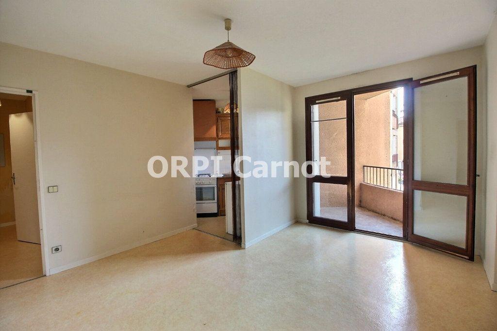 Appartement à louer 1 28.5m2 à Castres vignette-1