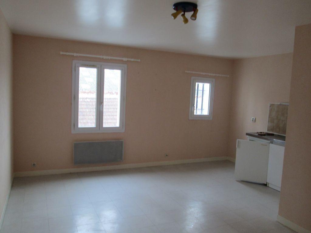 Appartement à louer 1 34m2 à Romorantin-Lanthenay vignette-1