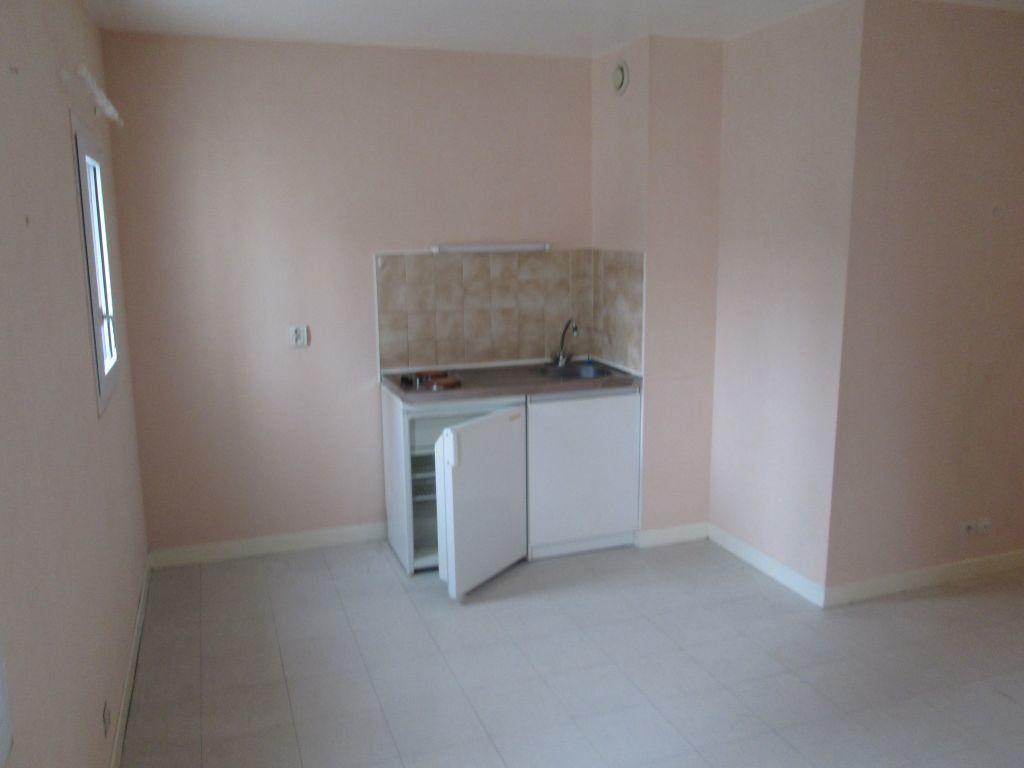 Appartement à louer 1 34m2 à Romorantin-Lanthenay vignette-5