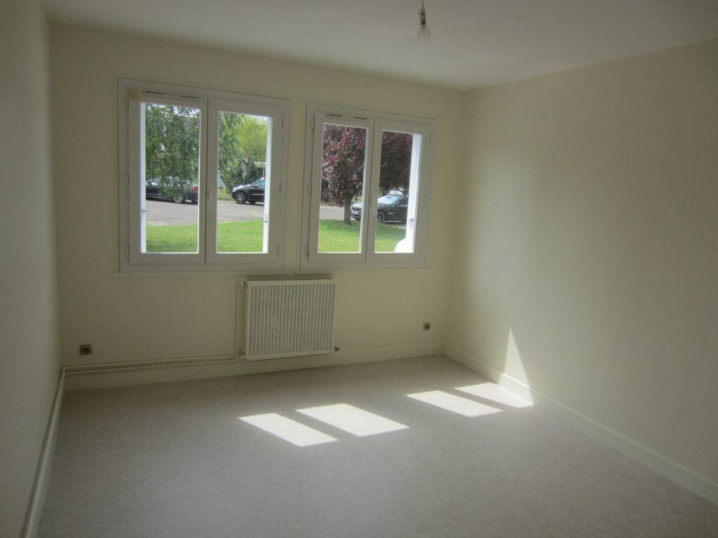 Appartement à louer 3 71m2 à Romorantin-Lanthenay vignette-1