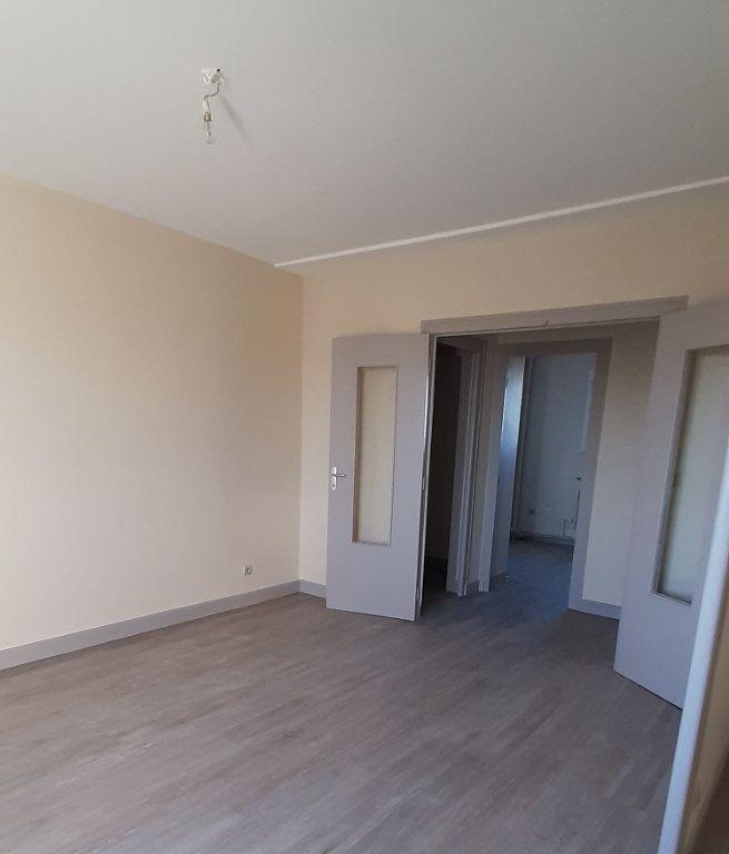 Appartement à louer 4 80m2 à Romorantin-Lanthenay vignette-1