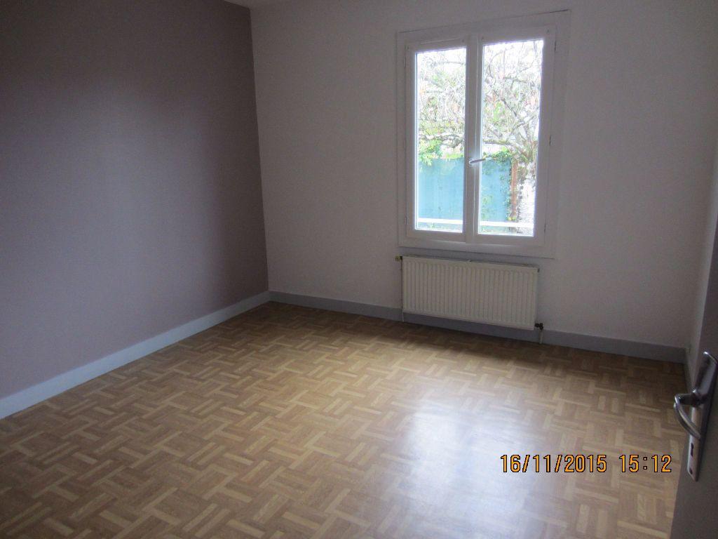 Appartement à louer 3 48m2 à Romorantin-Lanthenay vignette-2