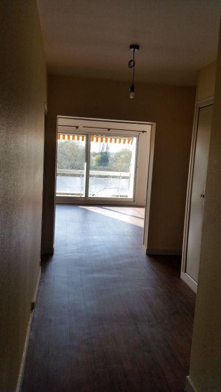 Appartement à louer 4 120m2 à Romorantin-Lanthenay vignette-8