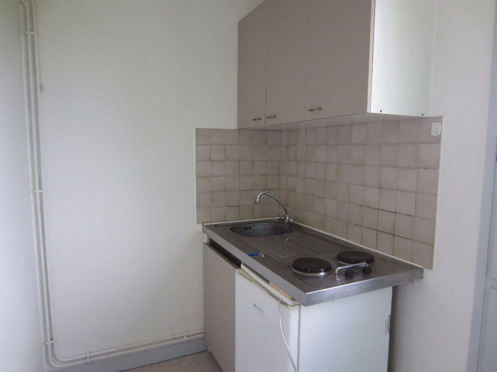 Appartement à louer 2 36.5m2 à Romorantin-Lanthenay vignette-2