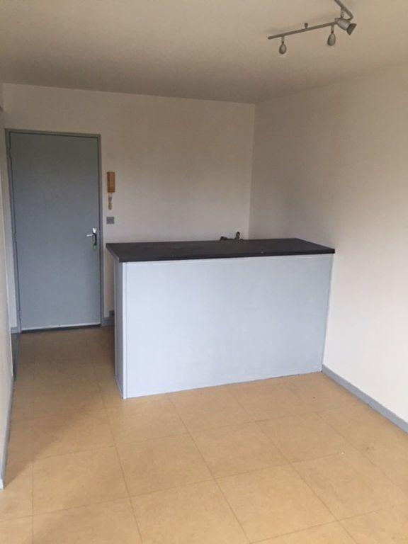 Appartement à louer 2 30.13m2 à Romorantin-Lanthenay vignette-1