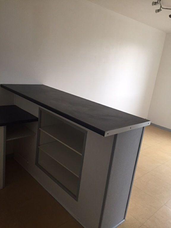 Appartement à louer 2 30.13m2 à Romorantin-Lanthenay vignette-2