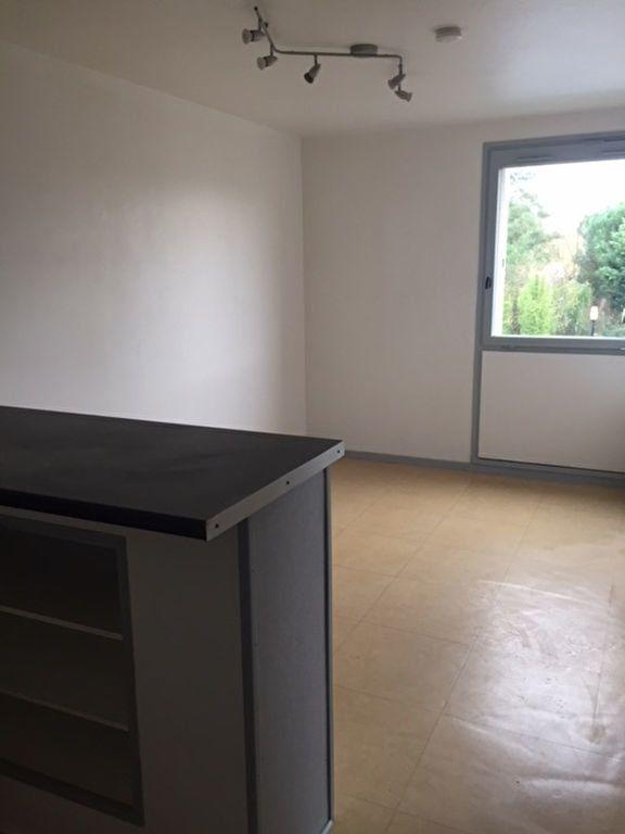 Appartement à louer 2 30.13m2 à Romorantin-Lanthenay vignette-3