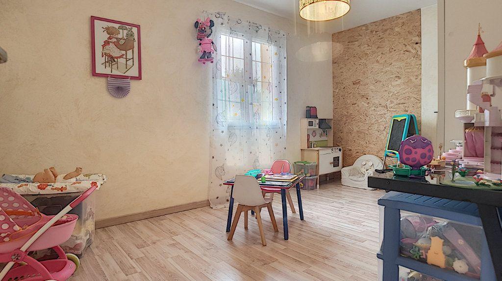 Maison à vendre 6 147.53m2 à Gièvres vignette-8