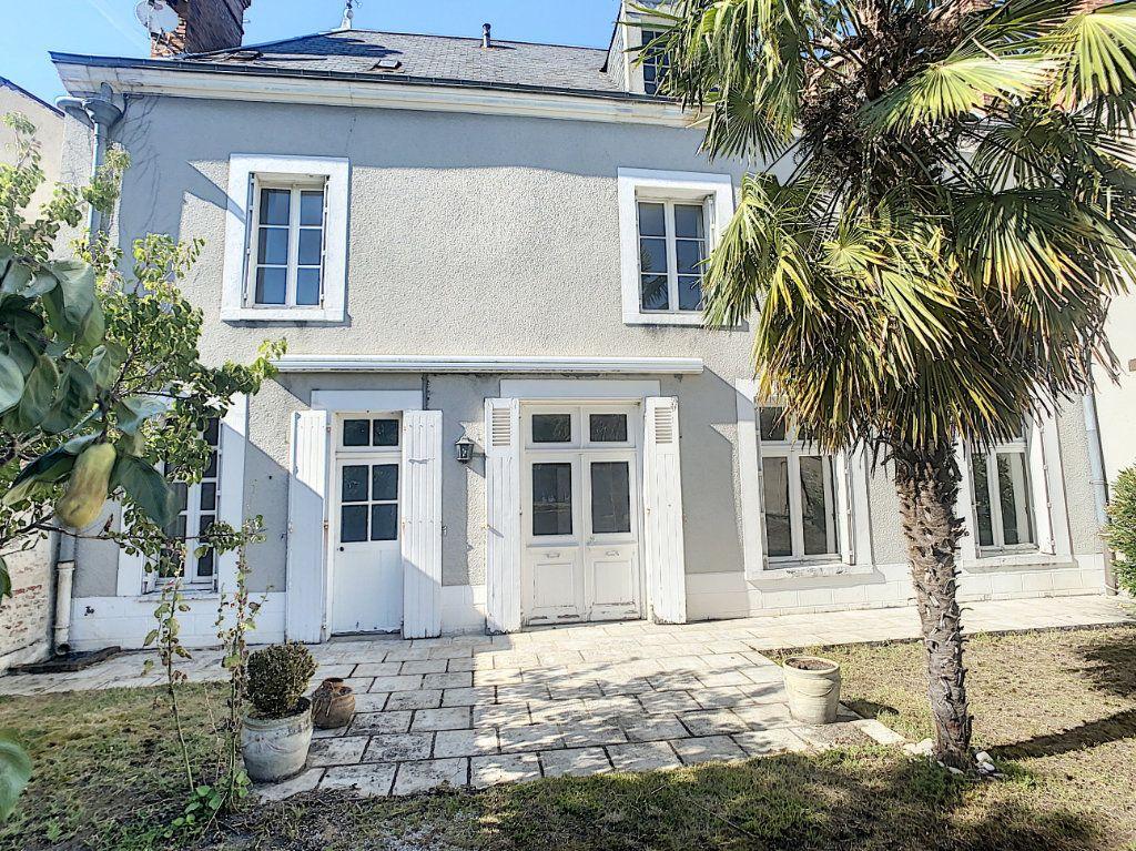 Maison à vendre 9 238.69m2 à Romorantin-Lanthenay vignette-1
