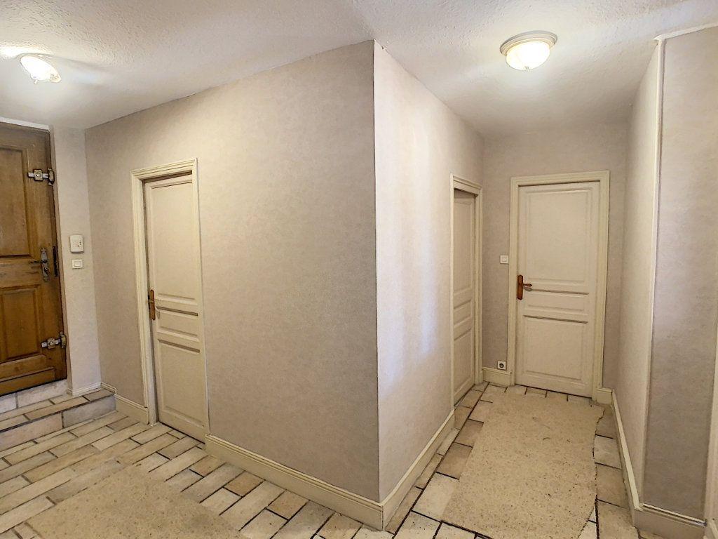 Maison à vendre 9 238.69m2 à Romorantin-Lanthenay vignette-6