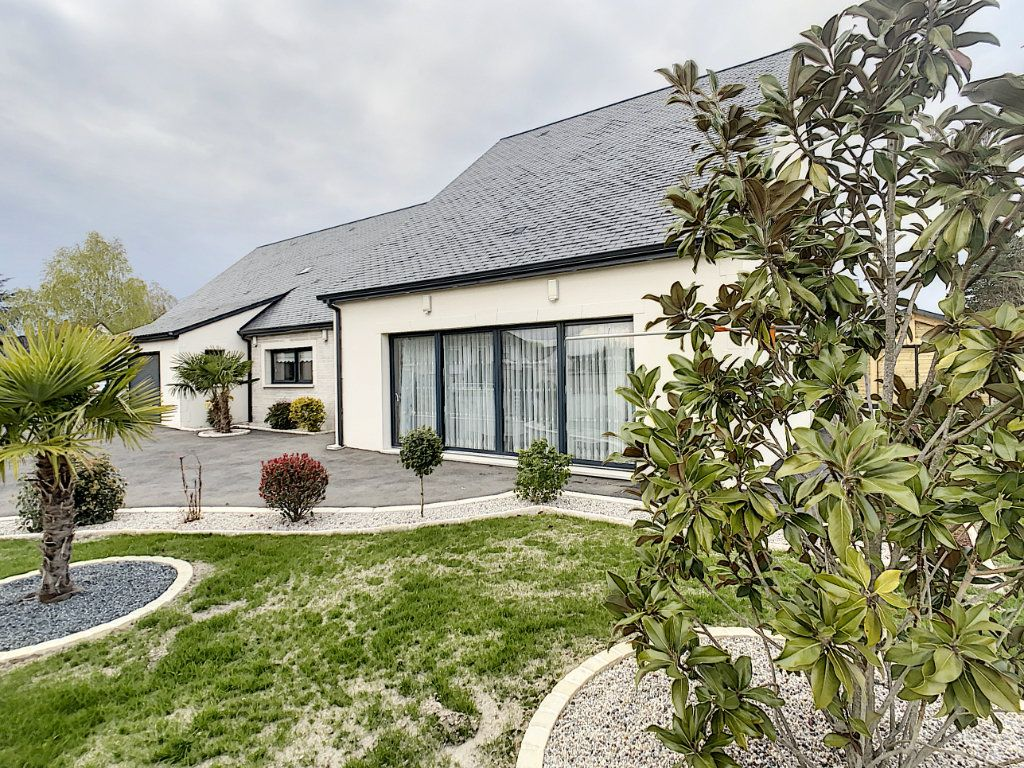 Maison à vendre 8 192.8m2 à Romorantin-Lanthenay vignette-1