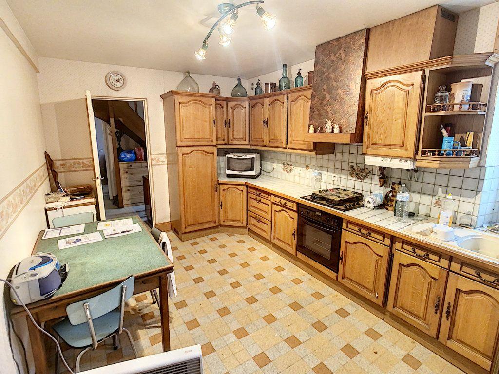 Maison à vendre 4 120m2 à La Chapelle-Montmartin vignette-3