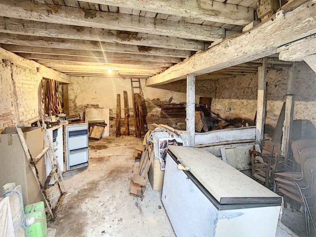 Maison à vendre 4 120m2 à La Chapelle-Montmartin vignette-5