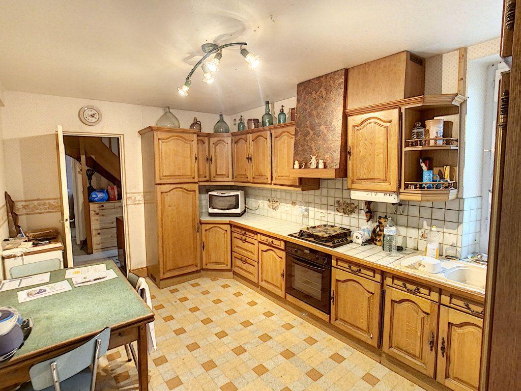 Maison à vendre 4 120m2 à La Chapelle-Montmartin vignette-9