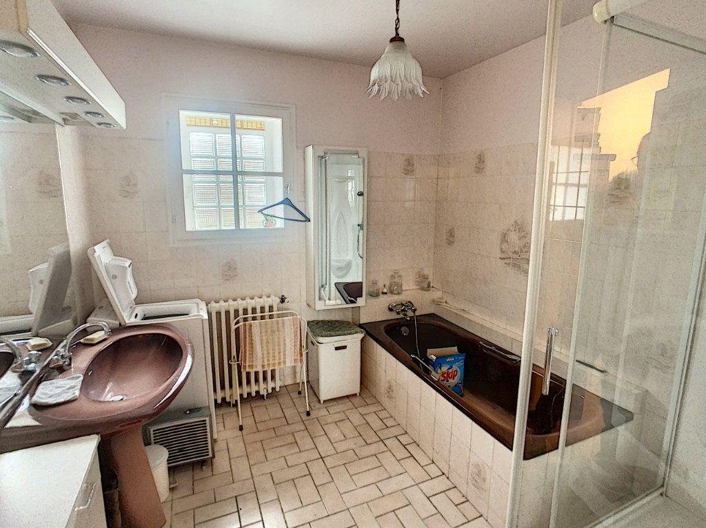 Maison à vendre 4 120m2 à La Chapelle-Montmartin vignette-16