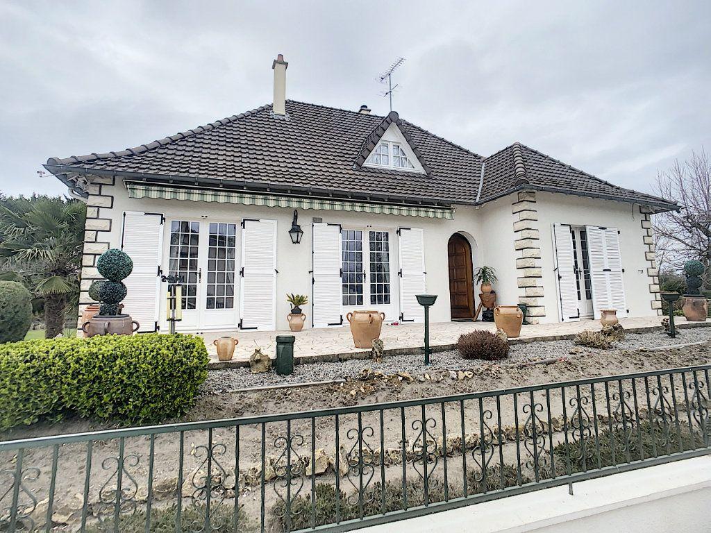 Maison à vendre 5 147m2 à Romorantin-Lanthenay vignette-1
