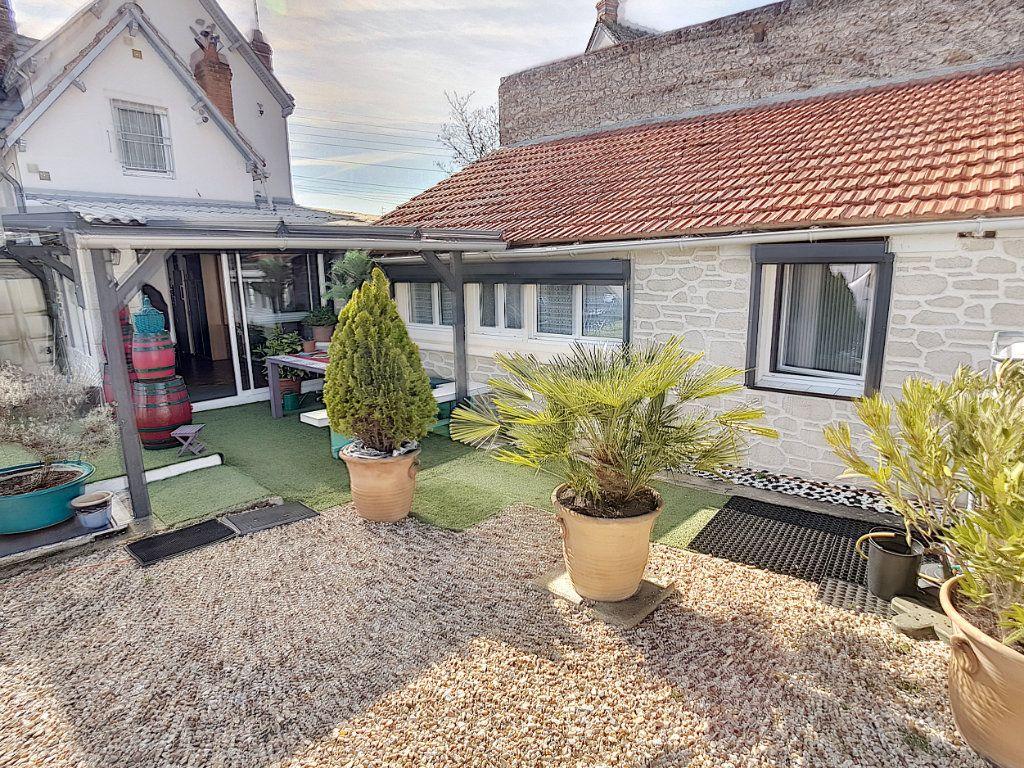 Maison à vendre 5 159.26m2 à Romorantin-Lanthenay vignette-1