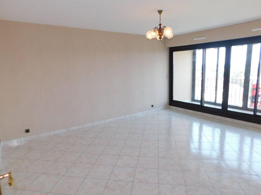 Appartement à louer 4 91m2 à Limoges vignette-2