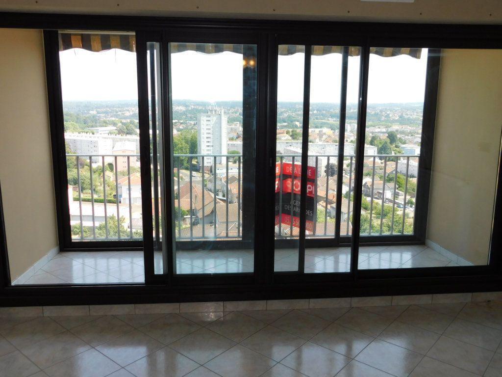 Appartement à louer 4 91m2 à Limoges vignette-3