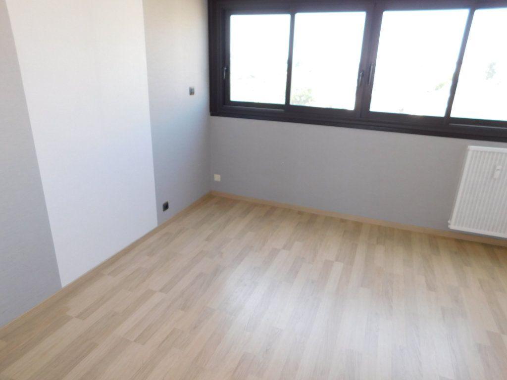 Appartement à louer 4 91m2 à Limoges vignette-6