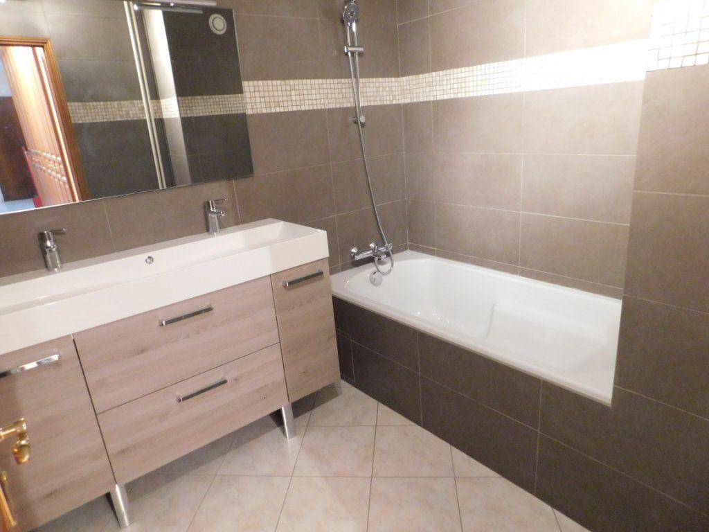 Appartement à louer 4 91m2 à Limoges vignette-8