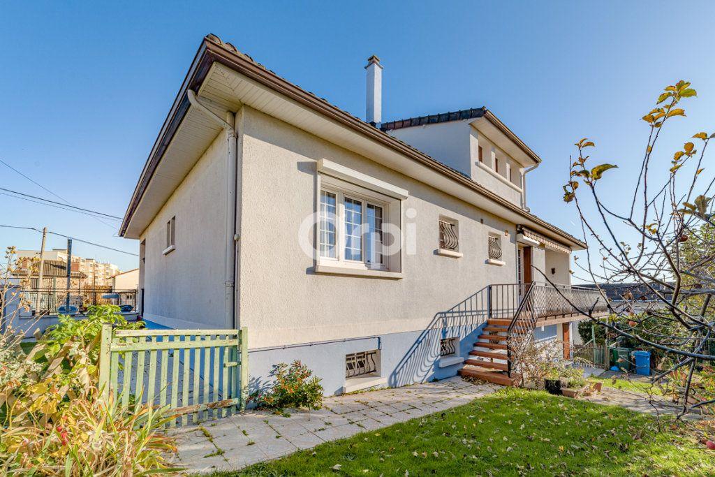 Maison à vendre 9 193m2 à Limoges vignette-1
