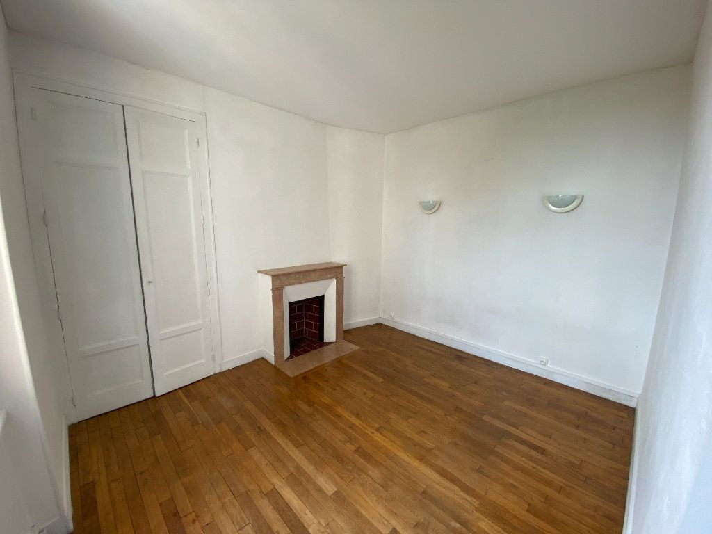 Appartement à louer 3 62.24m2 à Limoges vignette-1