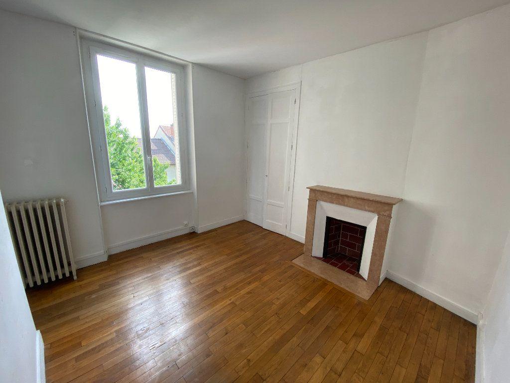 Appartement à louer 3 62.24m2 à Limoges vignette-2