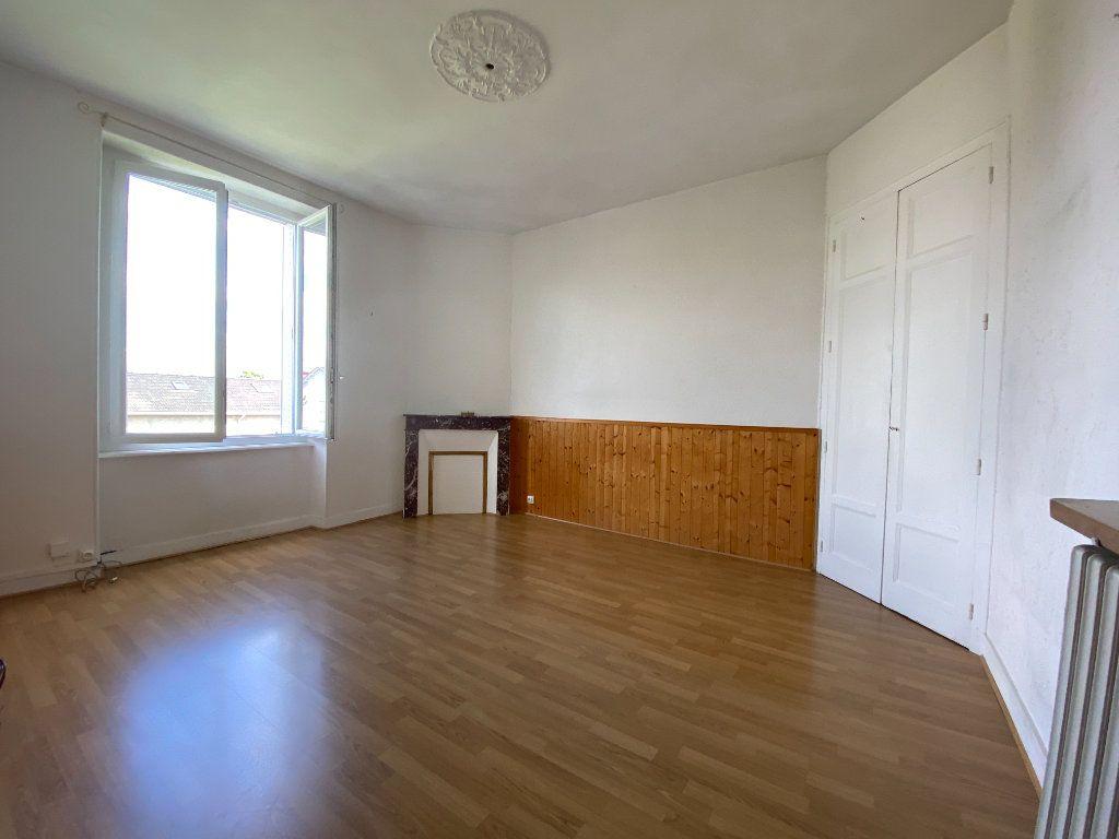 Appartement à louer 3 62.24m2 à Limoges vignette-3