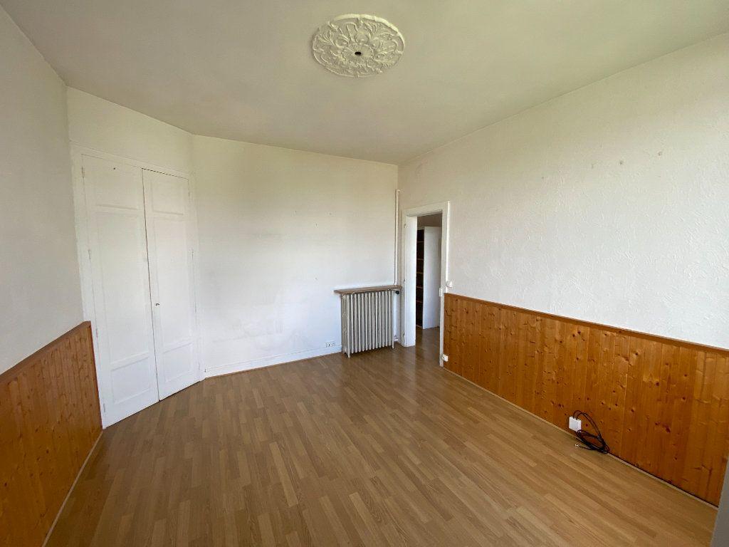 Appartement à louer 3 62.24m2 à Limoges vignette-4