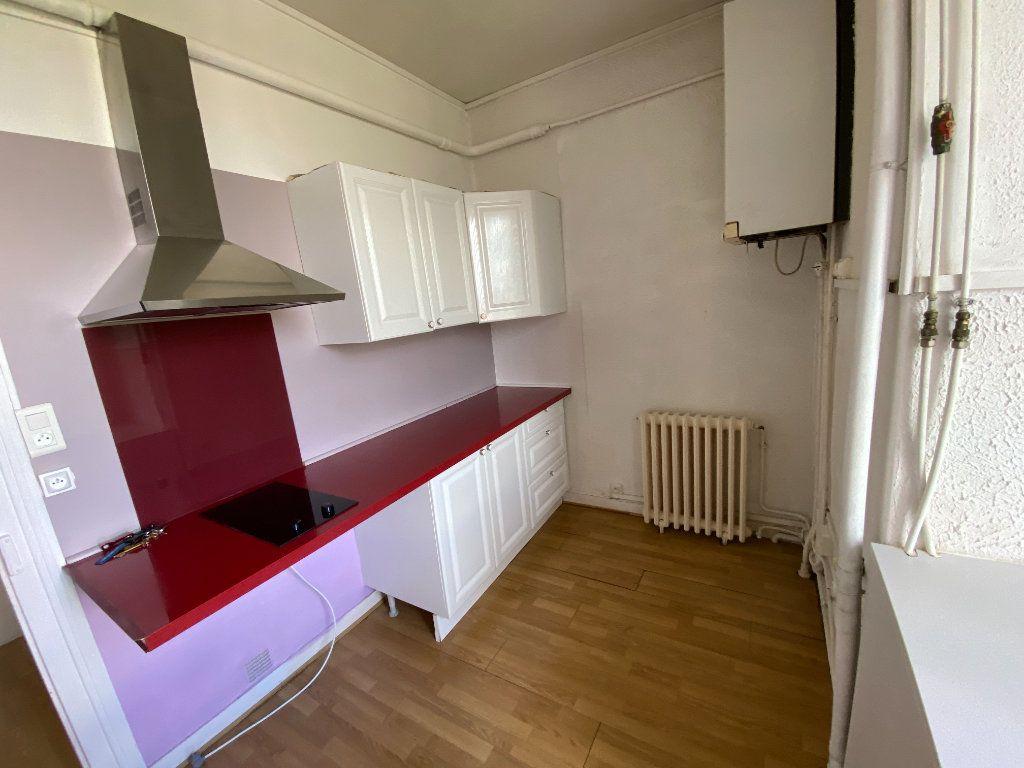 Appartement à louer 3 62.24m2 à Limoges vignette-10