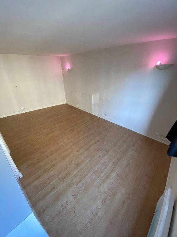 Appartement à louer 1 26.15m2 à Limoges vignette-2