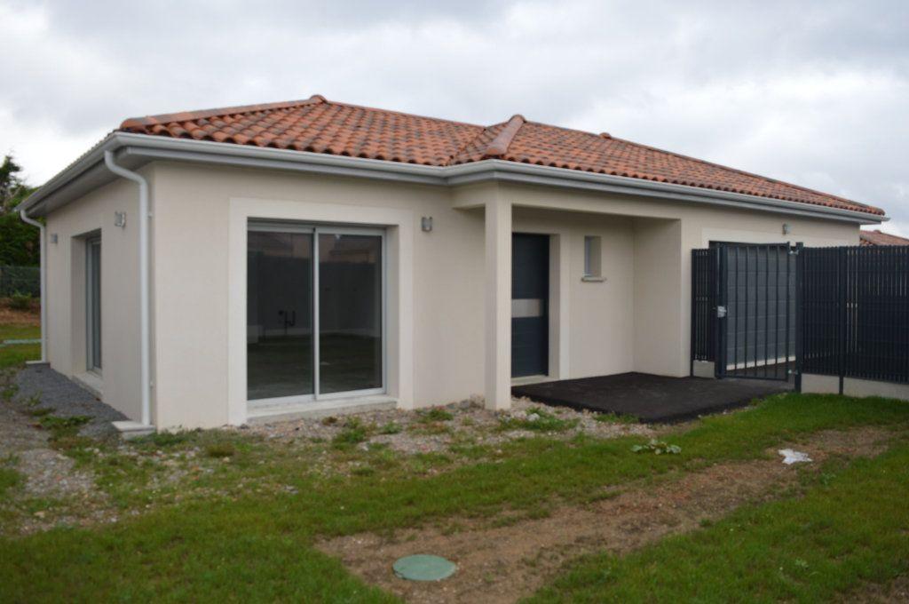 Maison à vendre 6 135.63m2 à Limoges vignette-1