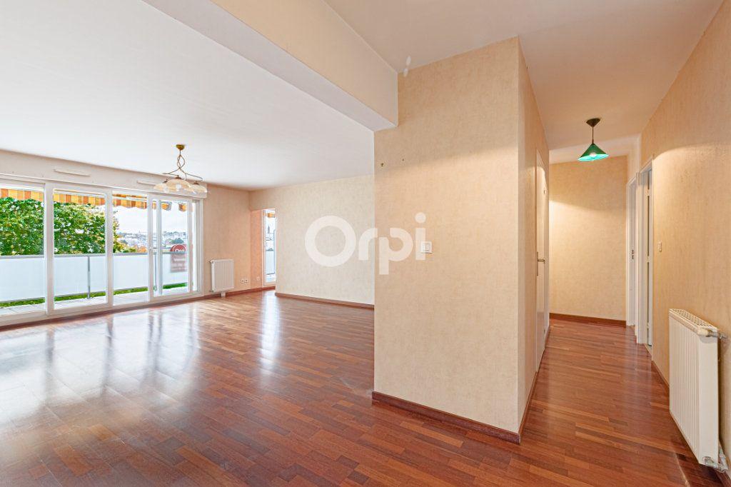 Appartement à vendre 5 90.22m2 à Limoges vignette-3