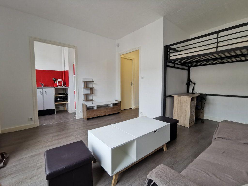 Appartement à louer 1 24.05m2 à Limoges vignette-2