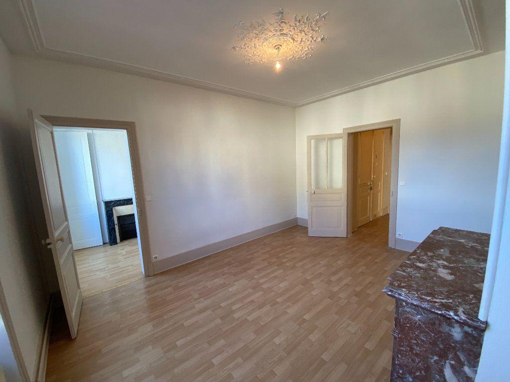 Appartement à louer 4 110m2 à Limoges vignette-3