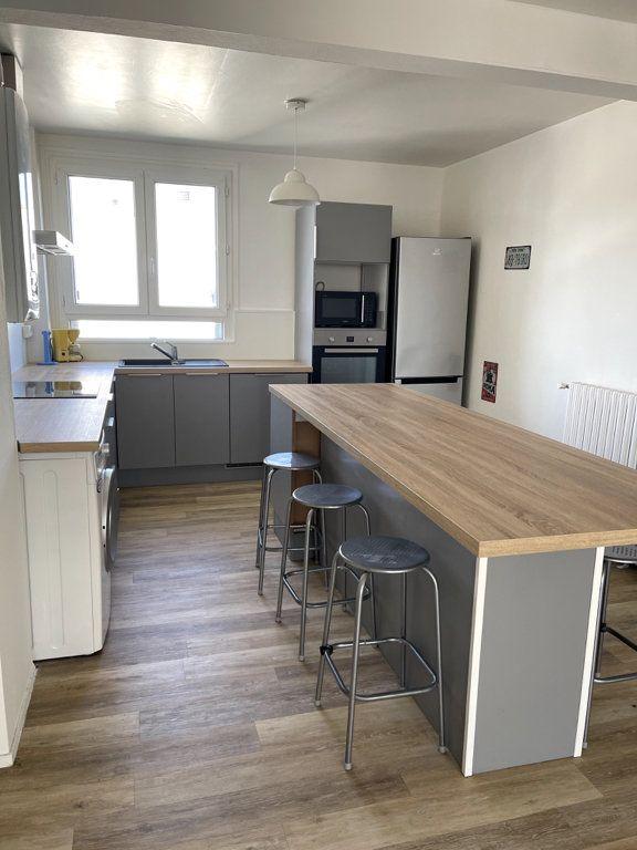 Appartement à louer 4 69.8m2 à Limoges vignette-2