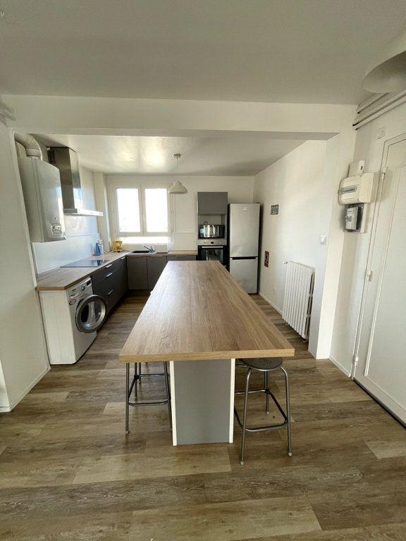 Appartement à louer 4 69.8m2 à Limoges vignette-3