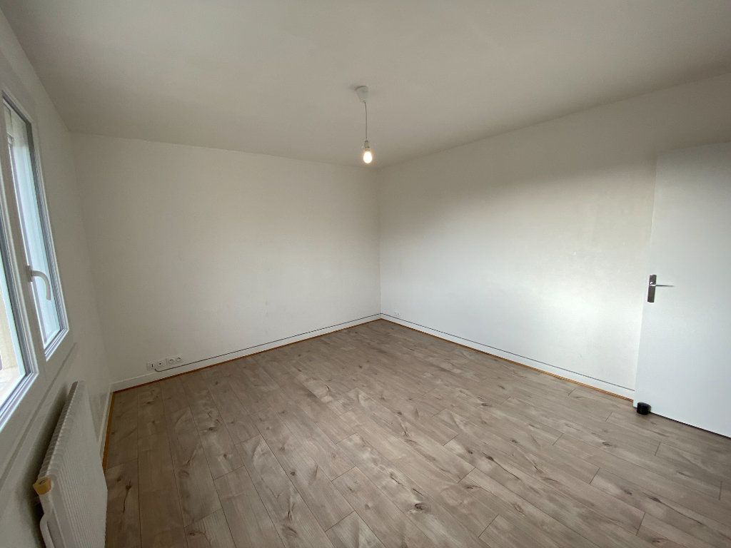 Appartement à louer 1 30.43m2 à Limoges vignette-2
