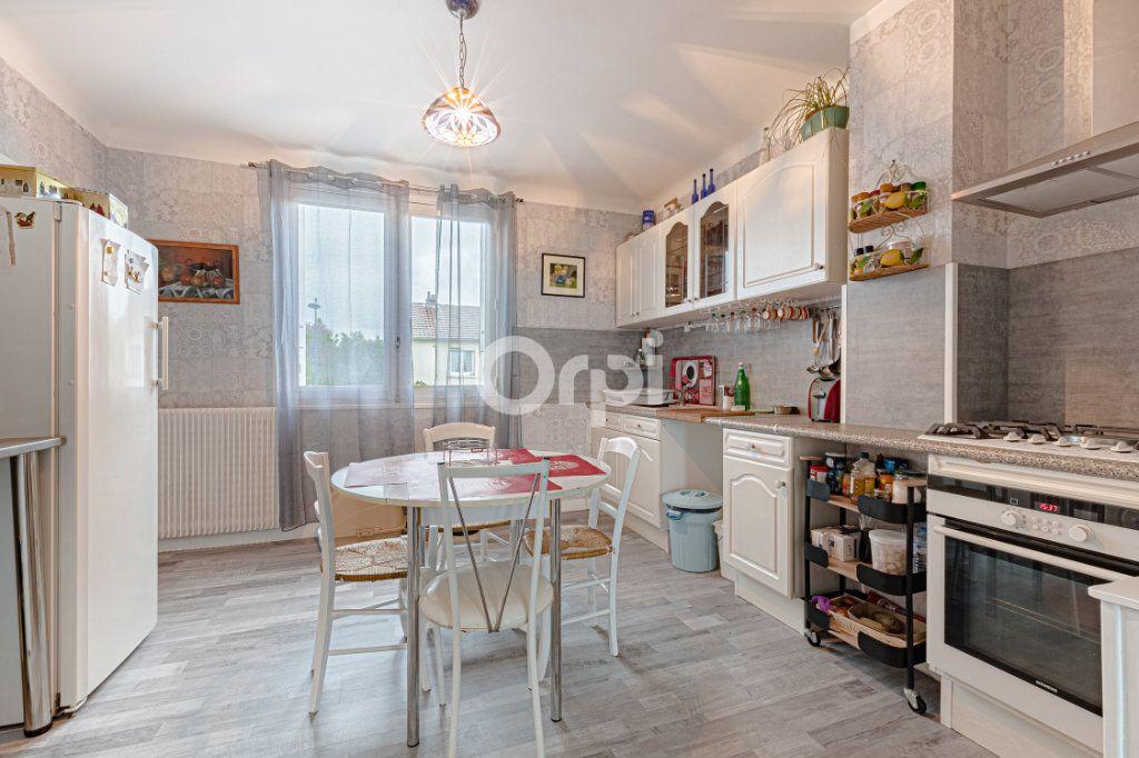 Maison à vendre 6 129m2 à Saint-Yrieix-la-Perche vignette-3