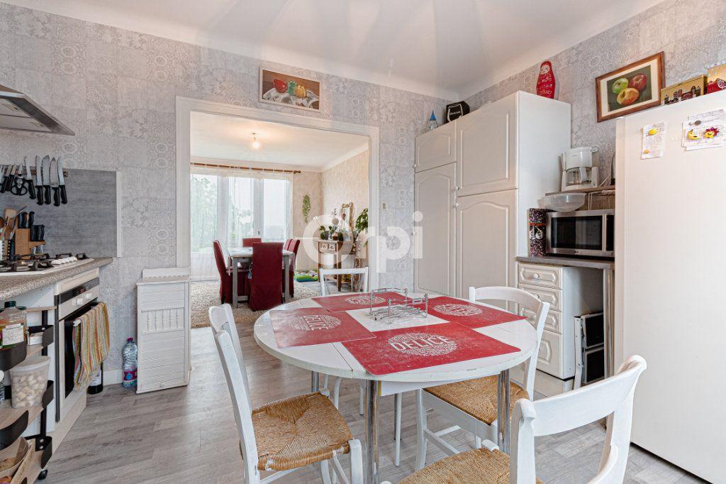 Maison à vendre 6 129m2 à Saint-Yrieix-la-Perche vignette-4